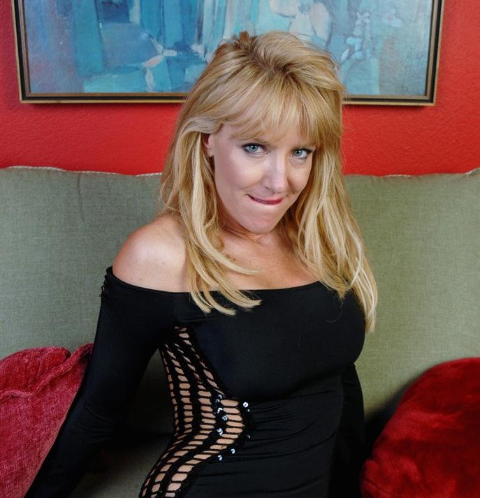 Belle cougra blonde de Nantes