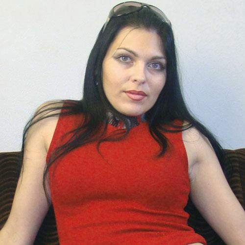 Belle brune de l'âge d'un femme mature
