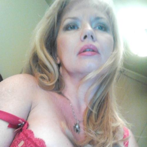 Jolie cougar de Macon sur le Dial Hot