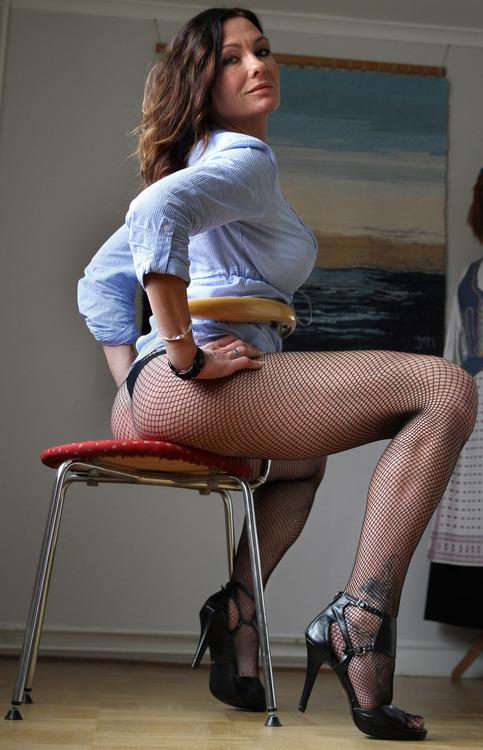 La femme cougar du jour servie gratuitement sur un plateau